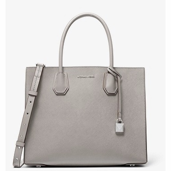 Michael Kors voyager saffiano in pearl grey.